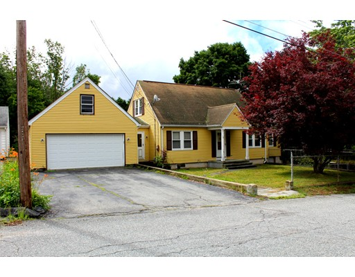 Vivienda unifamiliar por un Venta en 8 Whittemore Avenue Thompson, Connecticut 06255 Estados Unidos