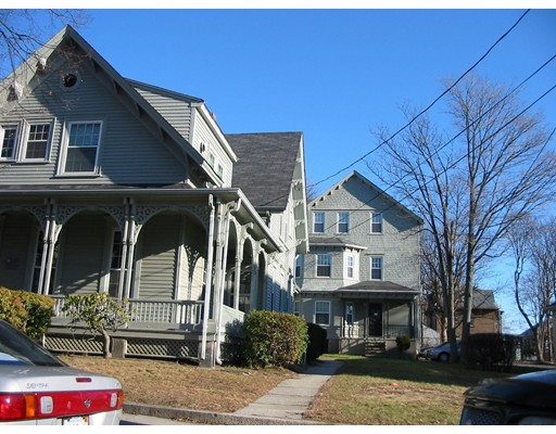 Casa Multifamiliar por un Venta en 121 Winter Street 121 Winter Street Fall River, Massachusetts 02720 Estados Unidos