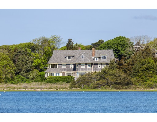 Casa Unifamiliar por un Venta en 140 Associates Road Falmouth, Massachusetts 02540 Estados Unidos