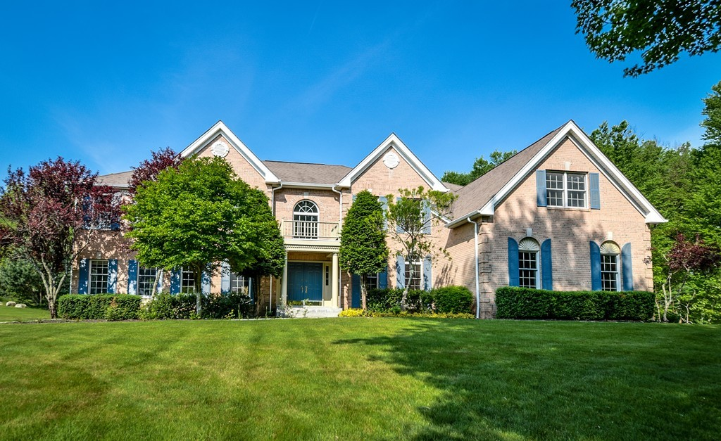 $879,900 - 5Br/6Ba -  for Sale in Holliston