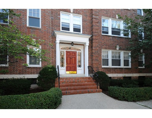 Additional photo for property listing at 18 Alton Court 18 Alton Court Brookline, Massachusetts 02446 États-Unis