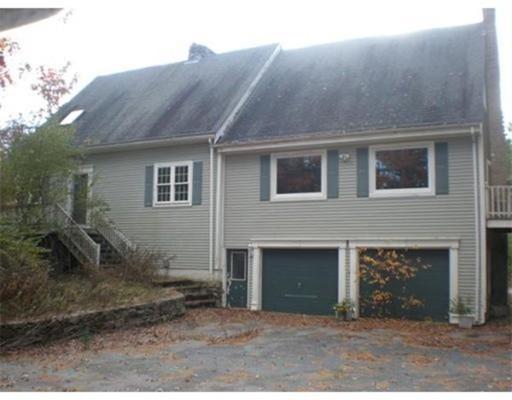 独户住宅 为 销售 在 129 Padelford Street Berkley, 马萨诸塞州 02779 美国