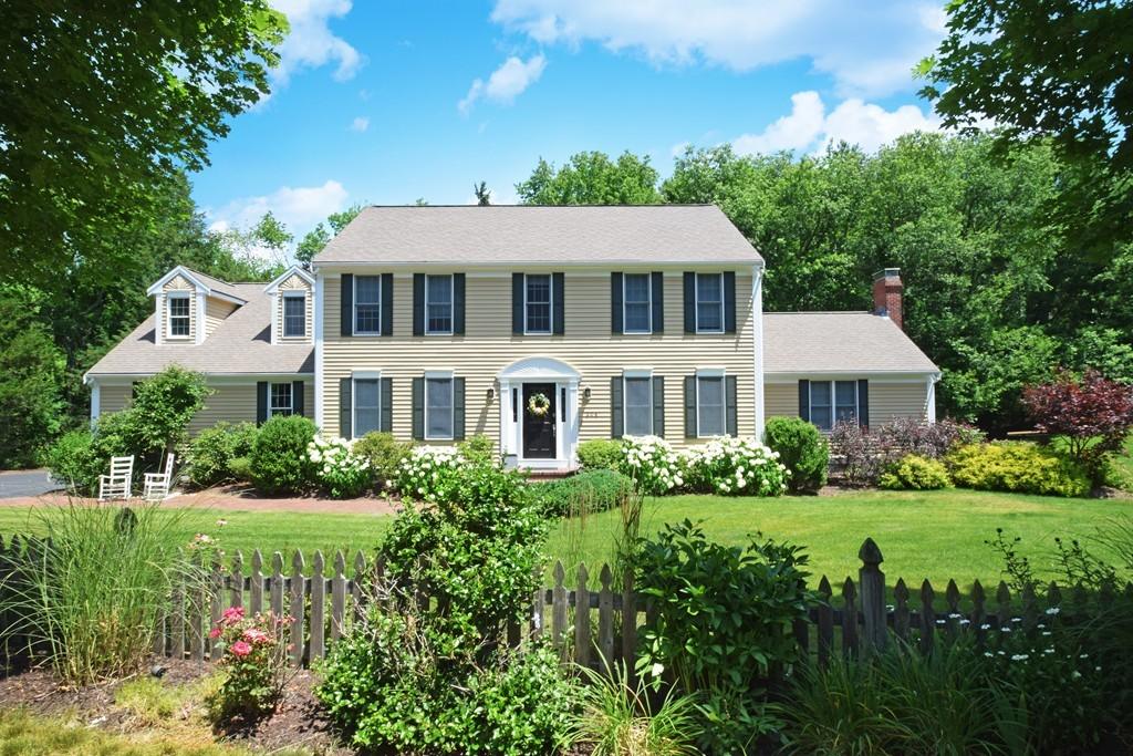 $889,000 - 3Br/3Ba -  for Sale in Hingham