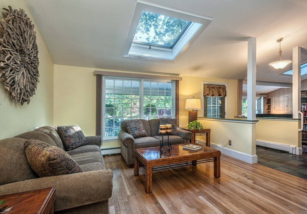 $679,900 - 3Br/2Ba -  for Sale in Hingham