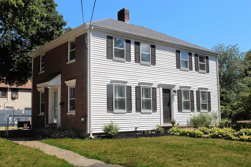 $575,000 - 4Br/2Ba -  for Sale in Hingham