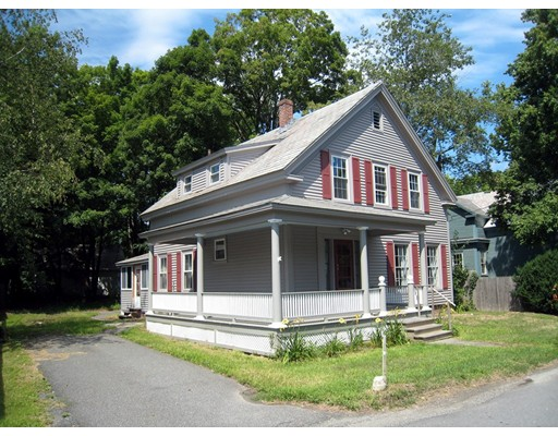 Casa Unifamiliar por un Venta en 8 Center Street Bernardston, Massachusetts 01337 Estados Unidos