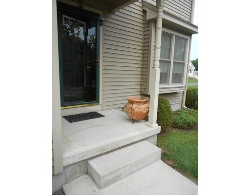 Additional photo for property listing at 114 Maple Street  Easthampton, 马萨诸塞州 01027 美国