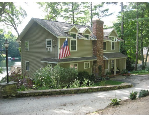 Casa Unifamiliar por un Venta en 72 South Shore Drive 72 South Shore Drive Sturbridge, Massachusetts 01566 Estados Unidos