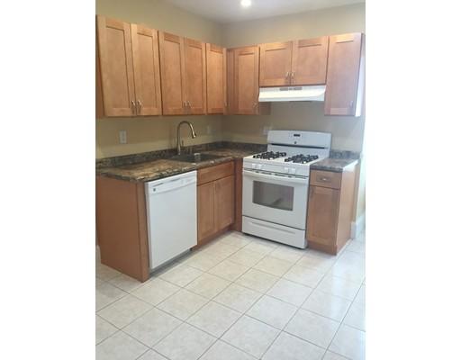 Casa Unifamiliar por un Alquiler en 837 Cummins Hwy Boston, Massachusetts 02126 Estados Unidos