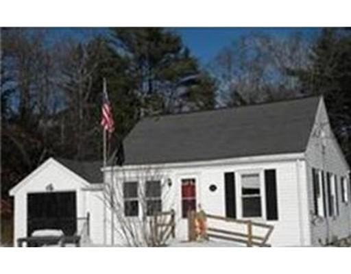 Частный односемейный дом для того Продажа на 425 Wareham Street Middleboro, Массачусетс 02346 Соединенные Штаты