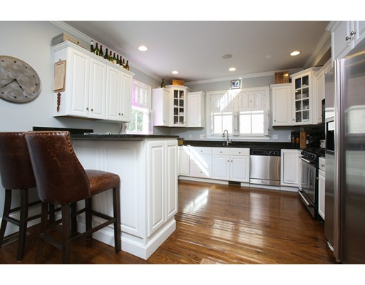Additional photo for property listing at 401 Bunker Hill Street 401 Bunker Hill Street Boston, Massachusetts 02129 États-Unis