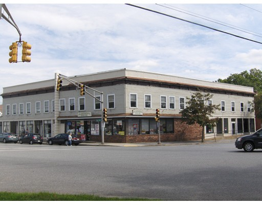 Commercial pour l Vente à 1 East Main Street West Brookfield, Massachusetts 01585 États-Unis