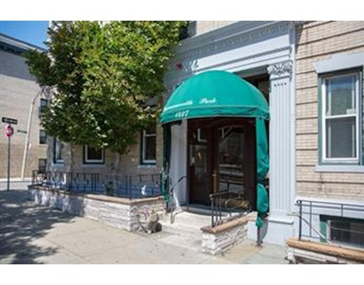Additional photo for property listing at 1427 Commonwealth Avenue  Boston, Massachusetts 02135 Estados Unidos