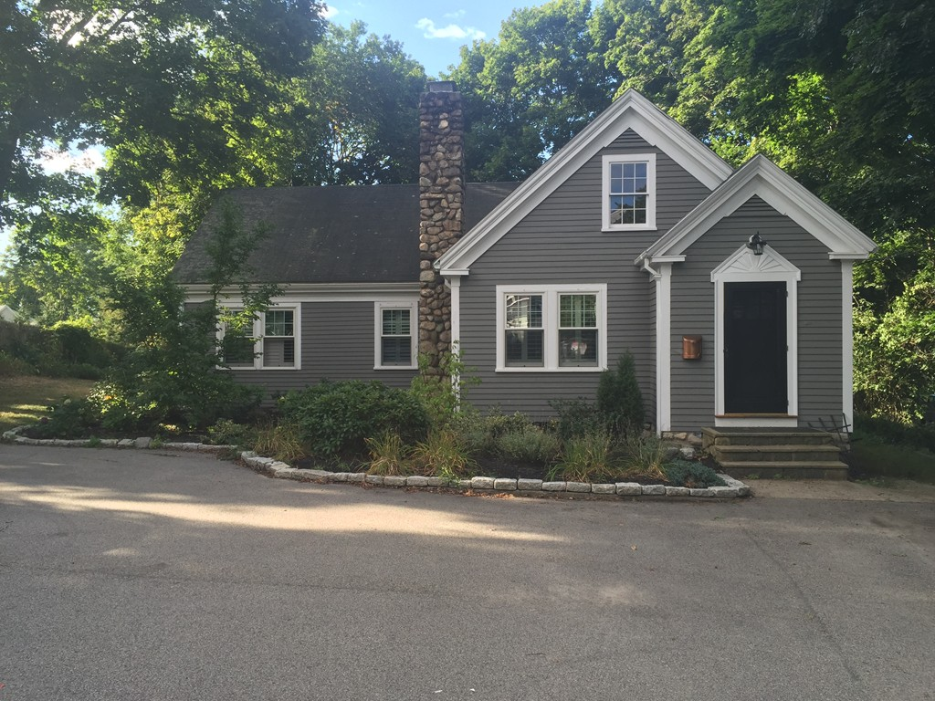 $599,900 - 3Br/1Ba -  for Sale in Hingham