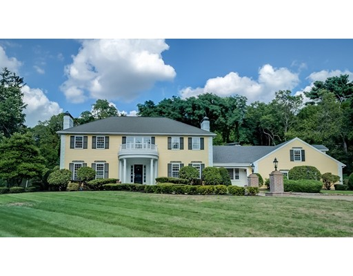 Casa Unifamiliar por un Venta en 840 Brook Road Milton, Massachusetts 02186 Estados Unidos