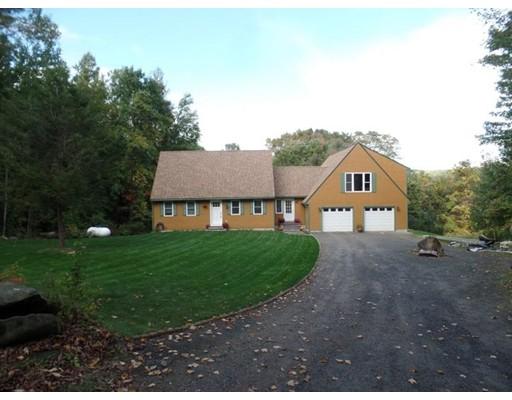 Maison unifamiliale pour l Vente à 263 Goss Hill Road Huntington, Massachusetts 01050 États-Unis