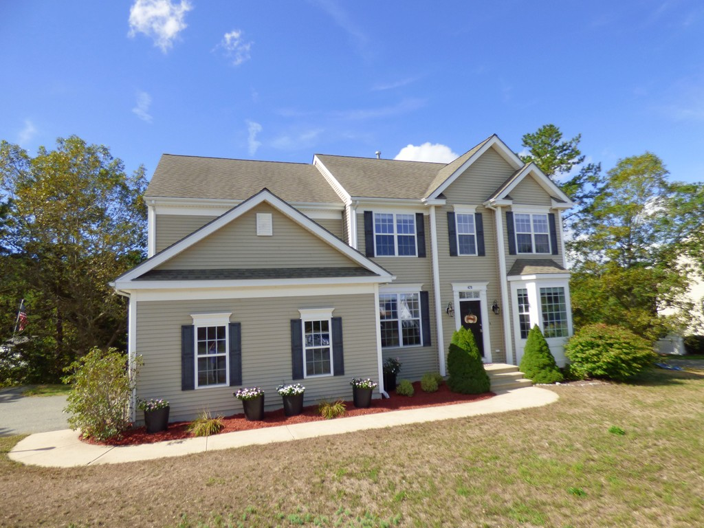 $469,999 - 4Br/3Ba -  for Sale in Plymouth