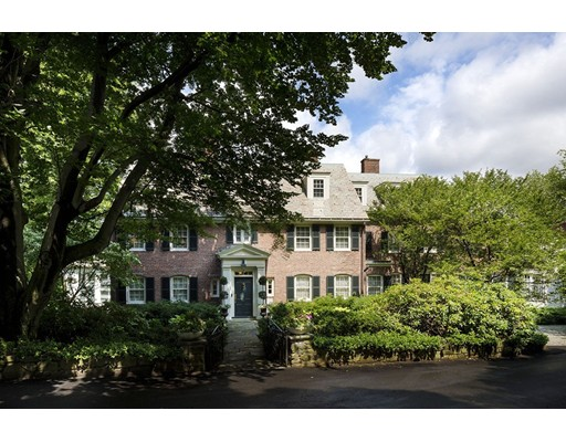 Casa Unifamiliar por un Venta en 65 Essex Road Newton, Massachusetts 02467 Estados Unidos