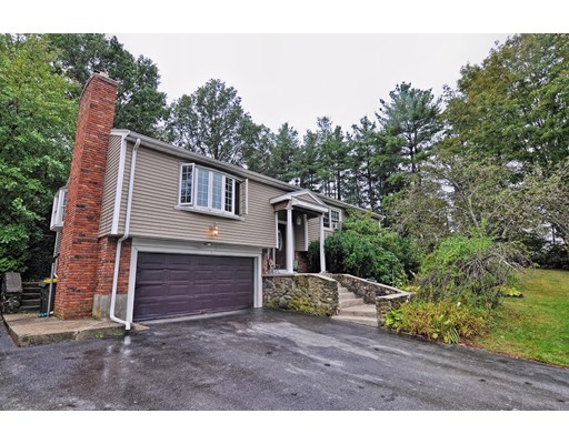 12  Fairway Drive,  Bellingham, MA