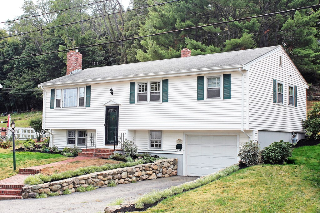 $519,900 - 3Br/2Ba -  for Sale in Hingham