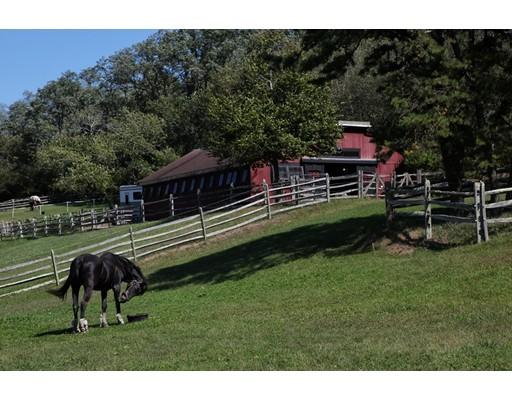 واحد منزل الأسرة للـ Sale في 387 Boxberry Hill Road Falmouth, Massachusetts 02536 United States