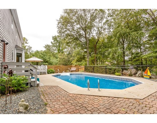 Additional photo for property listing at 17 Lilac Street  Sharon, Massachusetts 02067 Estados Unidos