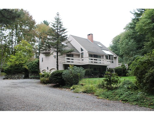 Single Family Home for Sale at 134 Causeway Street Hudson, Massachusetts 01749 United States