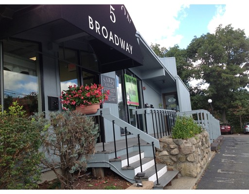 Commercial للـ Sale في 5 Broadway 5 Broadway Saugus, Massachusetts 01906 United States