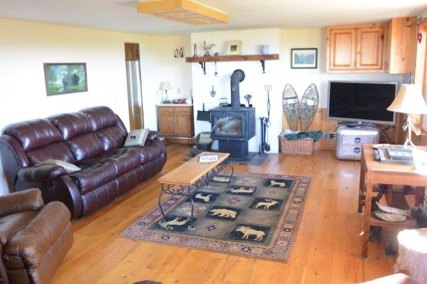 Photo #10 of Listing 215 Circuit Road