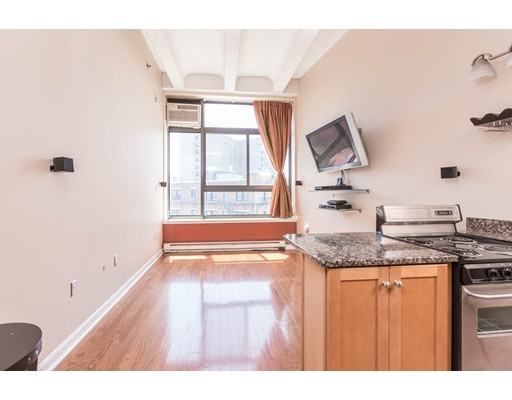 Additional photo for property listing at 12 Streetoneholm Street 12 Streetoneholm Street Boston, Massachusetts 02115 États-Unis