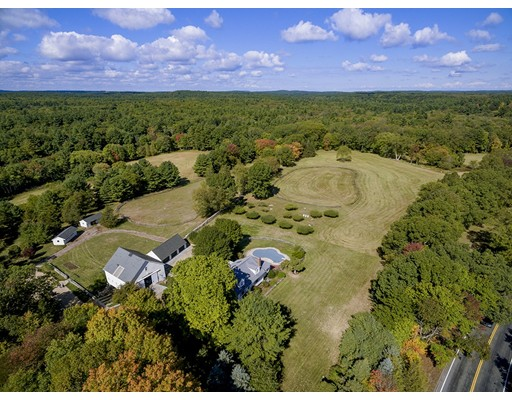 Maison unifamiliale pour l Vente à 376 Orchard Street Millis, Massachusetts 02054 États-Unis