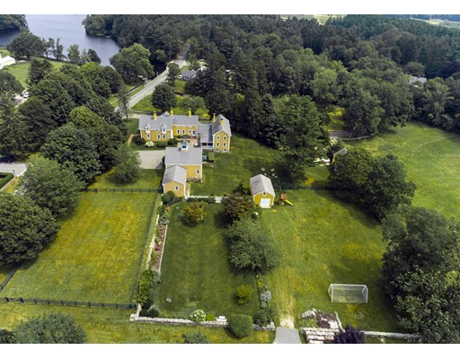 272 Marys Pond Road, Rochester, MA 02770