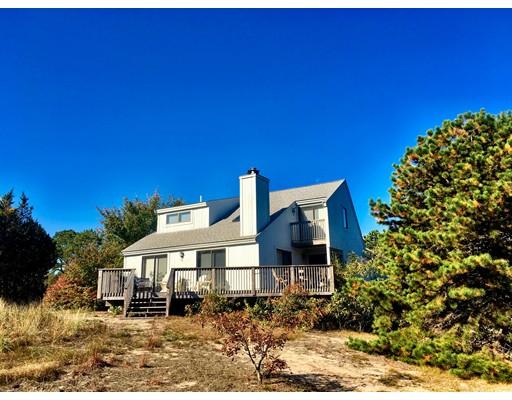 Maison unifamiliale pour l Vente à 591 Pleasant Lake Avenue Harwich, Massachusetts 02645 États-Unis