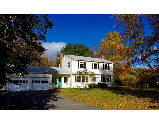 Maison unifamiliale pour l Vente à 202 Amherst Road Pelham, Massachusetts 01002 États-Unis