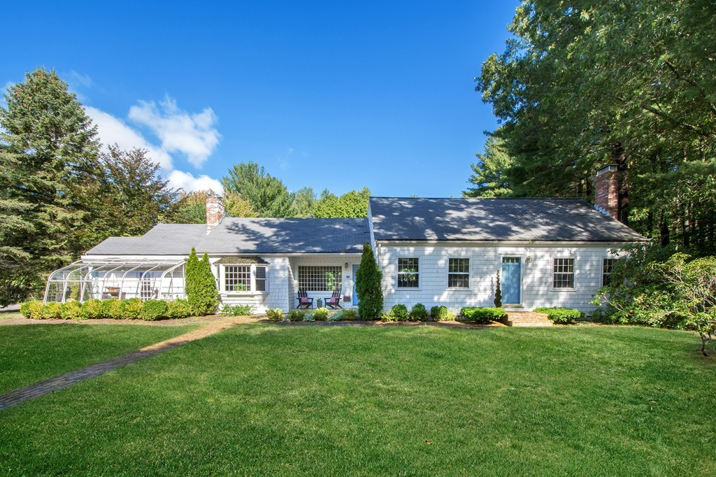 $724,000 - 4Br/3Ba -  for Sale in Hingham