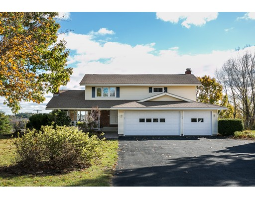 Maison unifamiliale pour l Vente à 590 N Grand Street Suffield, Connecticut 06093 États-Unis