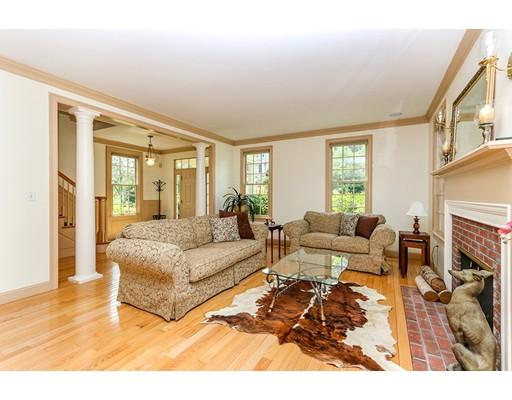 Частный односемейный дом для того Продажа на 55 Deerpath Road Dedham, Массачусетс 02026 Соединенные Штаты