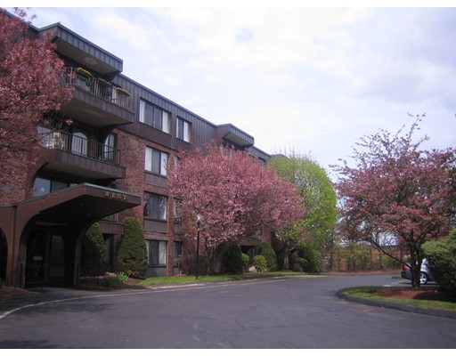 独户住宅 为 出租 在 1002 Paradise Road 斯瓦姆斯柯特, 01907 美国