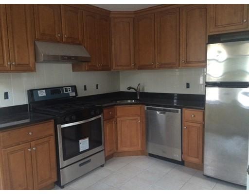 Casa Unifamiliar por un Alquiler en 125 Elliot Street Newton, Massachusetts 02464 Estados Unidos