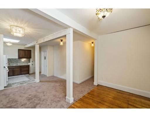 Additional photo for property listing at 918 Beacon Street  Boston, Massachusetts 02215 Estados Unidos