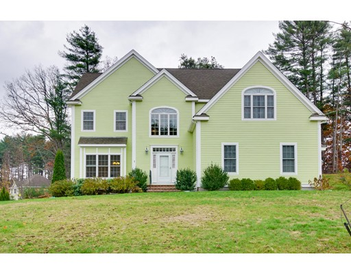 Maison unifamiliale pour l Vente à 1 Dartmouth Drive Northborough, Massachusetts 01532 États-Unis