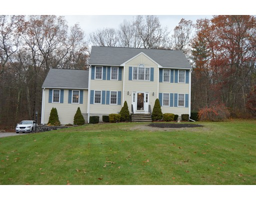 Single Family Home for Sale at 2 Chapin Court Mendon, Massachusetts 01756 United States