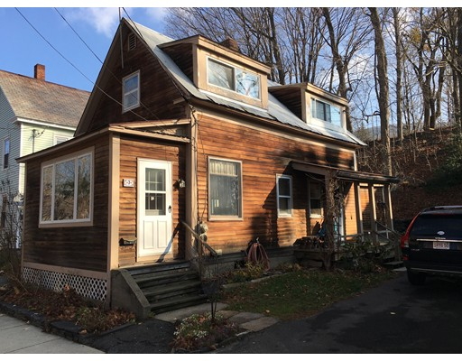 Casa Unifamiliar por un Venta en 7 Mechanic Street Shelburne, Massachusetts 01370 Estados Unidos