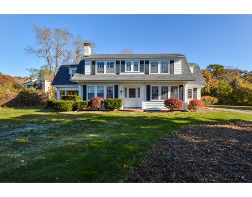 واحد منزل الأسرة للـ Sale في 19 Racing Beach Avenue Falmouth, Massachusetts 02540 United States