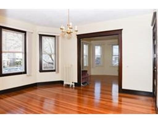 Casa Unifamiliar por un Alquiler en 11 Ware Somerville, Massachusetts 02144 Estados Unidos