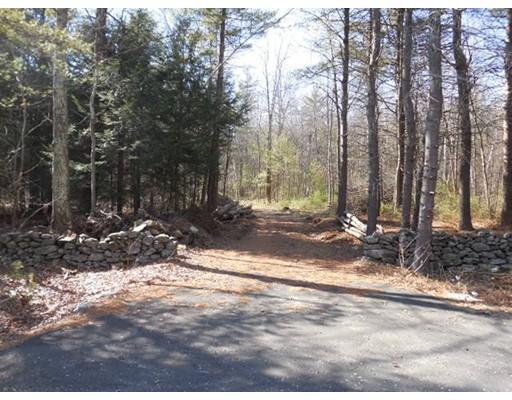 Terrain pour l Vente à 13 Daniel Shays Highway Pelham, Massachusetts 01002 États-Unis