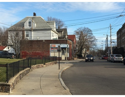 Casa Multifamiliar por un Venta en 86 Nichols Street Everett, Massachusetts 02149 Estados Unidos