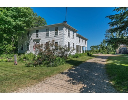 Maison unifamiliale pour l Vente à 64 West Road Petersham, Massachusetts 01366 États-Unis