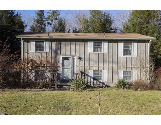 Casa Unifamiliar por un Venta en 569 Long Bow Ln W Becket, Massachusetts 01253 Estados Unidos