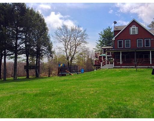 واحد منزل الأسرة للـ Sale في 18 West Shore Drive 18 West Shore Drive Goshen, Massachusetts 01032 United States